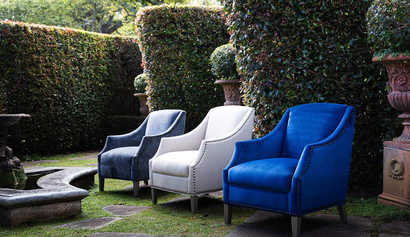 accent chairs blue and white
