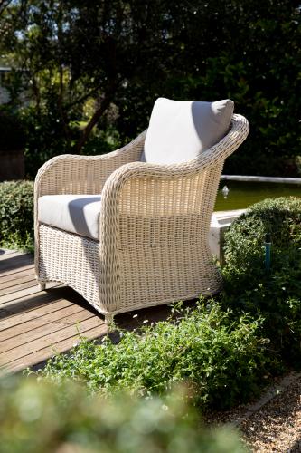 Block & Chisel Java white rattan lounge chair