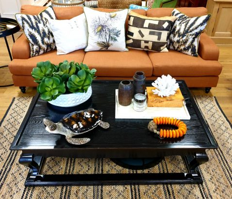 Shaghai coffee table in black with sheen coating