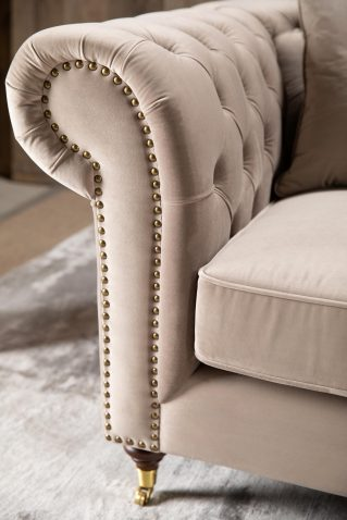 Duchess Chesterfield with tufted back and high armrests in champagne