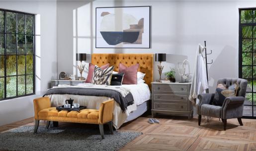 Deep buttoned upholstered bedend in mustard