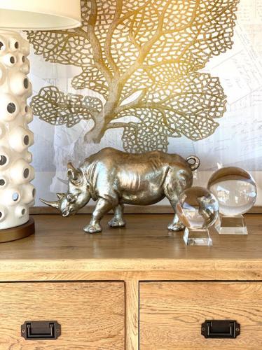 Block & Chisel polyresin rhino statue