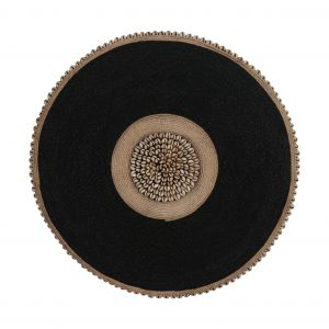 Beaded shield with shells black
